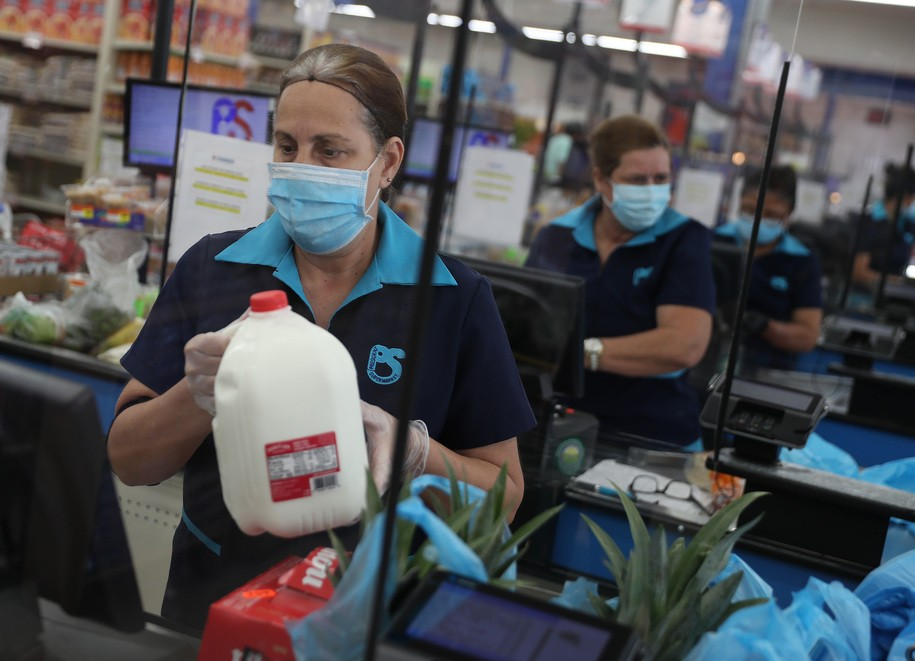 Grocery workers, heroes of the pandemic, left out on vaccinations, this week in the war on workers
