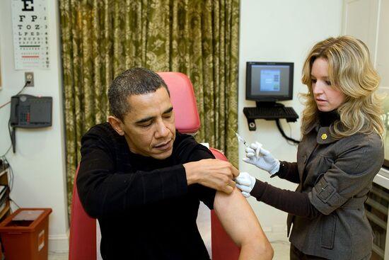 ObamaH1N1vaccinedecember2009.jpg