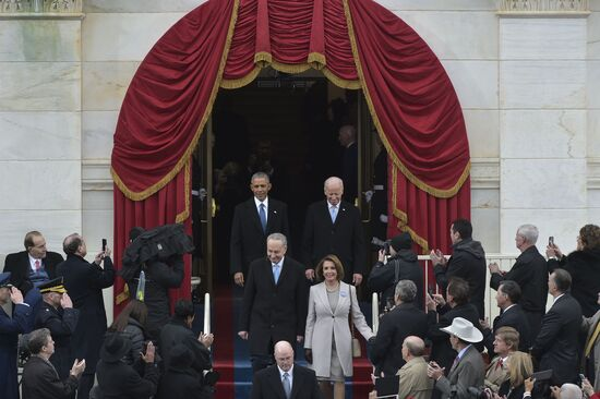 US President Barack Obama (top L) and Vice-President Joe Biden arrive with New York Senator John Chuck Schumer Representative Nancy Pelosi on the platform at the US Capitol in Washington, DC, on January 20, 2017, before the swearing-in ceremony of US President-elect Donald Trump. / AFP / Mandel NGAN        (Photo credit should read MANDEL NGAN/AFP via Getty Images)