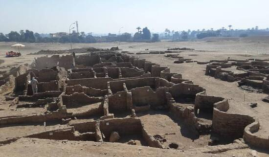 Photo of recently uncovered 3000-yeaar-old Egyptian city.