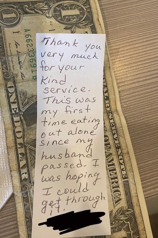 waitress-receives-note.jpg