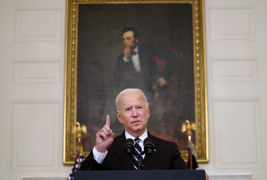 Joe Biden durcit le ton et les mesures pour relancer la