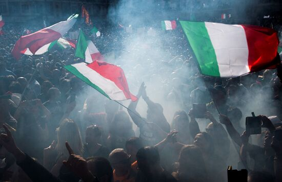 """People wave national flags during a protest against the mandatory sanitary pass called """"green pass"""" in the aim to limit the spread of the Covid-19 in central Rome on October 9, 2021. (Photo by Tiziana FABI / AFP) (Photo by TIZIANA FABI/AFP via Getty Images)"""